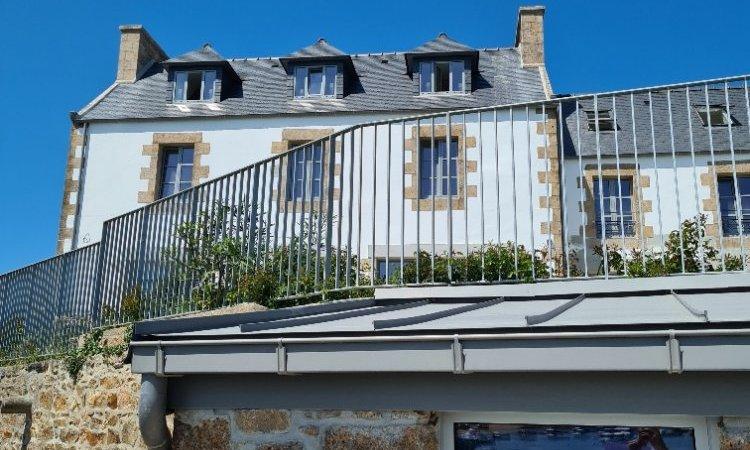 Maison de pêche et façade sud jardin