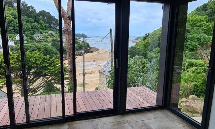 Vue mer depuis l'extension - Balcon habillé lame bois et carrelage opus 4 séjour