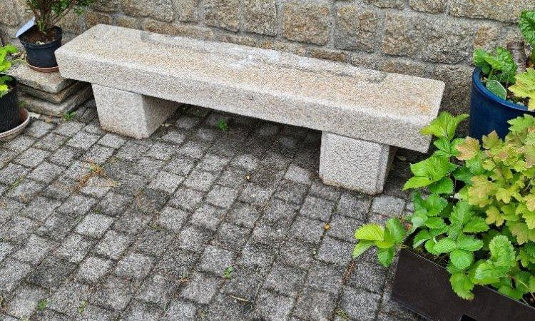 Création de banc en pierre avec le foyer de cheminée déposé
